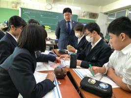 7_生徒同士で議論する様子.jpg