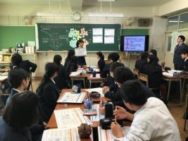 8_めざす社会について生徒同士で議論し発表する様子2.jpg